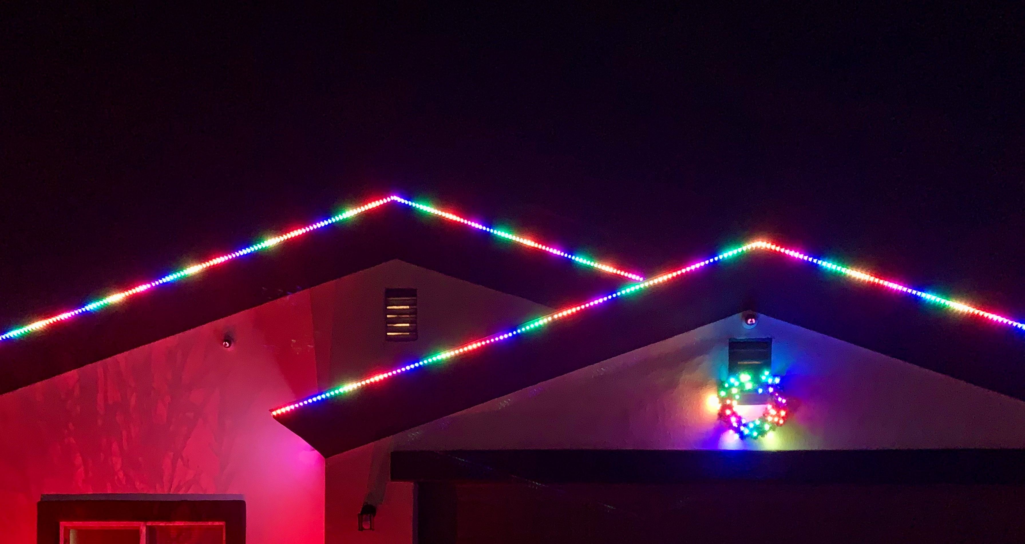 Finished wreath with WS2811 LEDs at night